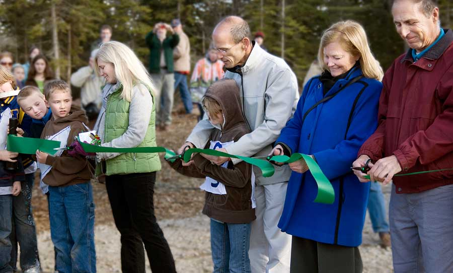 Speaker Pingree, Governor Baldacci and Congresswoman Pingree cut the ribbon for the Fox Islands Wind turbines in 2009.